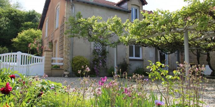 Un fabuleux jardin la maison d 39 anna - Une maison un jardin berthenay versailles ...